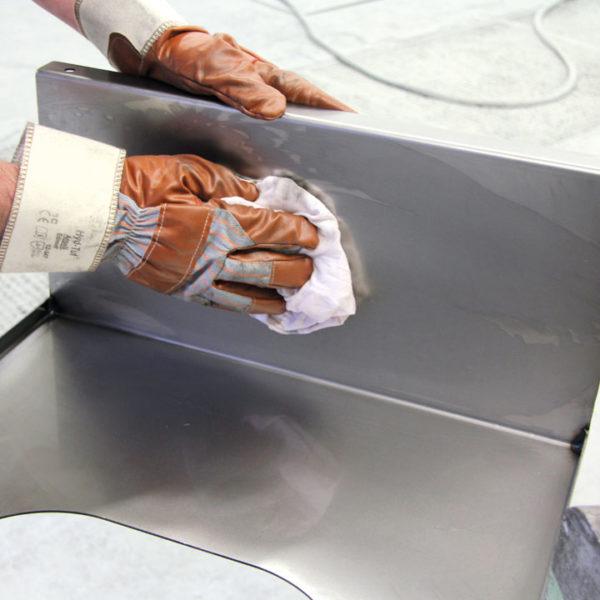 colagem de adesivos e selantes. Com formulação pronta para uso